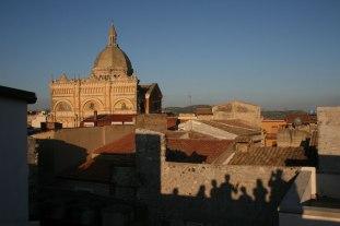 Widok na katedrę w Favarze z tarasu jednego z budynków Farm Cultural Park, fot. Paweł Wroński