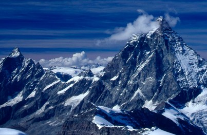 Matterhorn z rejonu Gobba di Rollin - wyeksponowana jest droga Carrela - granią z lewej strony, fot. Paweł Wroński