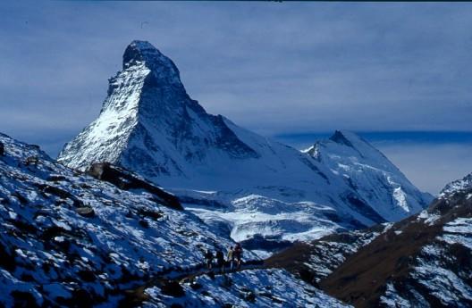 Słynna sylwetka Matterhornu; na granicy słońca i cienia i dać grań Hörnli, fot. Paweł Wroński