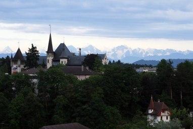 Alpy Berneńskie stanowią panoramiczne tło dla budynku Einstein Museum, fot. Paweł Wroński