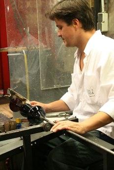 Riedel Glas, Kufstein, , Mario Mitunik modeluje kieliszek z serii Sommeliers Black Tie, fot. Paweł Wroński