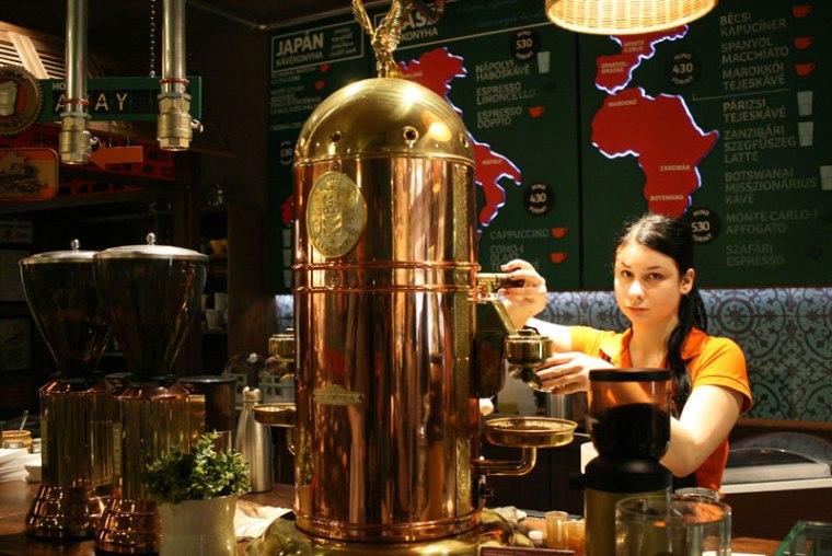 Café Frei w kompleksie targowym Mamuta, Budapeszt, fot. Paweł Wroński