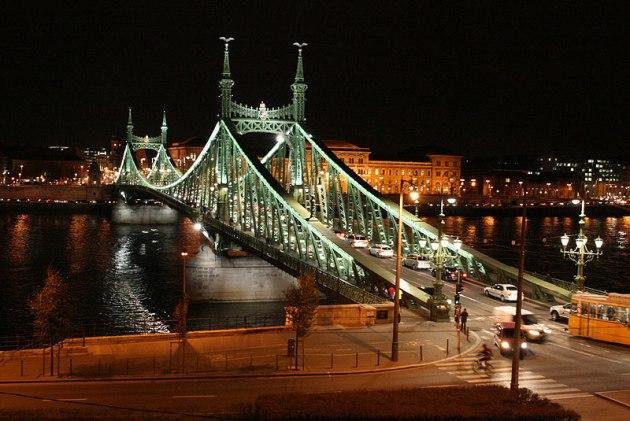 Szabadsag hid - Most Niepodległości z sylwetkami legendarnych Turuli, fot. Paweł Wroński