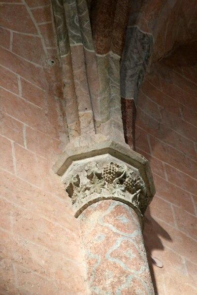 W dawnym kościele Dominikanów w Krems głowice tzw. służek (zbierających wiązki żeber sklepiennych) zdobi motyw winorośli, fot. Paweł Wroński