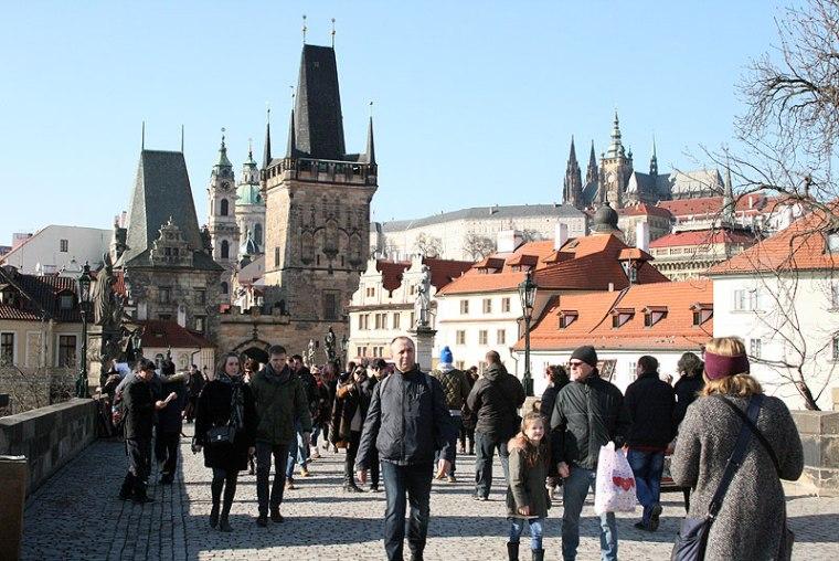 Na Moście Karola, tak jest niemal każdego dnia w sezonie i poza sezonem, fot. Paweł Wroński