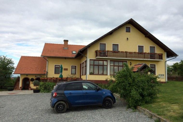 Akademija Grasevine to niewielki pensjonat wśród winnic Kutjeva, posiłki tworzą z miejscowych przysmaków, podają wina od właściciela - Galića, fot. Paweł Wroński