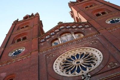 Fasada neogotyckiego kościoła św. Piotra w miejscowości Đakovo, fot. Paweł Wroński