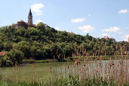 Ilok, nad zakolem Dunaju góruje miasteczko z murami obronnymi i kościołem św. Jana Kapistrana, fot. Paweł Wroński