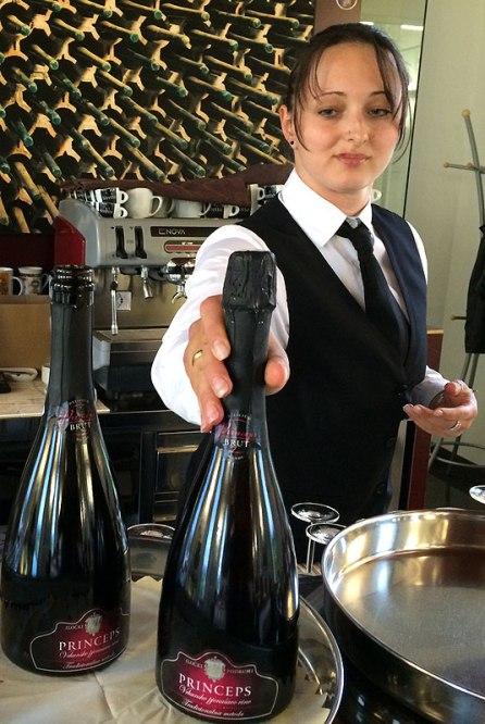 W dawnym pałacyku myśliwskim na Principovacu, winiarnia Iločki Podrumi ma dziś ekskluzywny pawilon Princeps z restauracją Princeps, na potrzeby której wytwarza musujące różowe wino o takiej samej nazwie (pjenušavo rose vino), fot. Paweł Wroński
