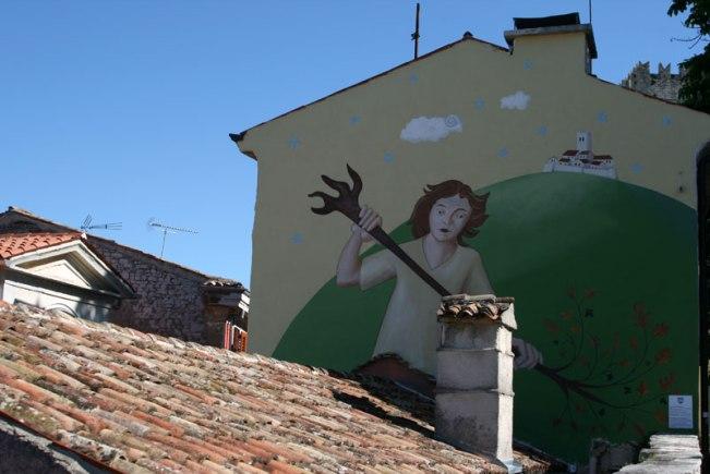 Motovun. Veli Jože wymiata zło - graffiti na ścianie jednego z budynków, fot. Paweł Wroński