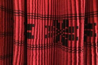 Motyw z zapaski tradycyjnego stroju ludowego z okolic Kutjeva (Chorwacja) - inspiracja etykiet win od Antuna Adžića (http://www.adzic.hr/), fot. P. Wroński