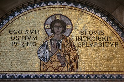Ego sum ostium per me si quis introierit salvabitur , cyatat z Ewangelii św. Jana (10,9) - Ja jestem bramą. Jeżeli ktoś wejdzie przeze Mnie, będzie zbawiony, fot. Paweł Wroński