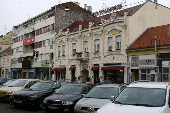 """Hotel """"Waldinger"""" w Osiejku - fasada frontowa (ul. Županijska 8) , fot. Paweł Wroński"""
