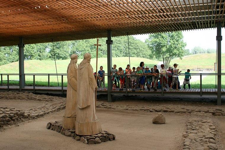 Ostrów Lednicki - palatium Mieszka I oraz misy chrzcielne (baptysterium), - szczątki budowli znalezione podczas badań archeologicznych wyeksponowane dziś w Muzeum Pierwszych Piastów na Lednicy, fot. Paweł Wroński