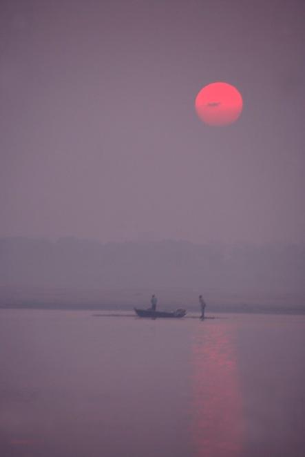 Ganges rozlewa się szeroko, tworząc złudzenie, iz to leniwa rzeka, fot Paweł Wroński