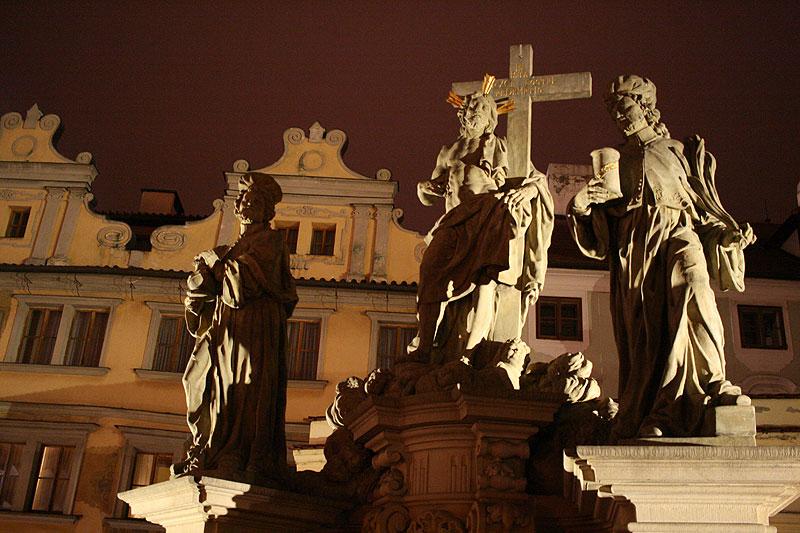 Jedna z 30 grup i pojedynczych rzeźb zdobiących od XVII wieku Most Karola, fot. Paweł Wroński