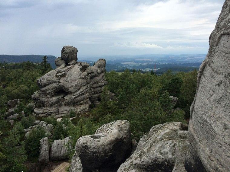 Pobudzające wyobraźnię form skalne na wierzchowinie Szczelińca Wielkiego, fot. Paweł Wroński