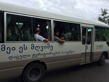Jaskinia Prometeusza (bus, ktorym mozna wrócić na start trasy), fot. Paweł Wroński