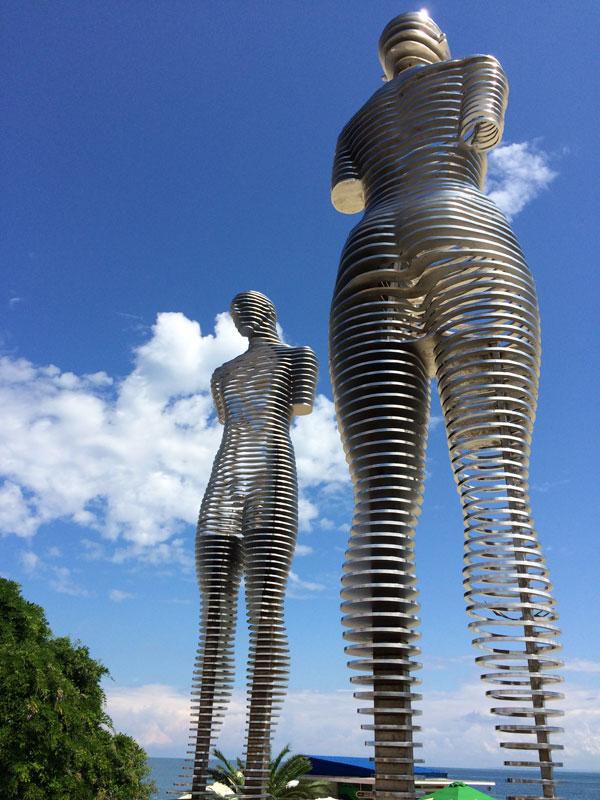 Ali i Nino, instalacja-wizytówka Batumi, autorstwa Tamary Kwesitadze, fot. Paweł Wroński