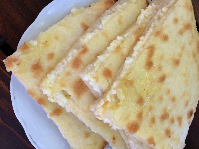 Chaczpuri imeretyńskie - z serem w środku, fot. Paweł Wroński