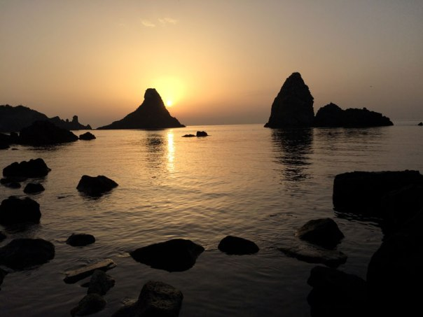 Faraglioni o wschodzie słońca, fot. Paweł Wroński