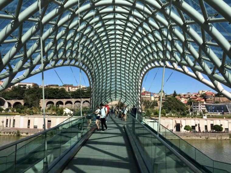 Most Pokoju w Tbilisi, otwarty w 2010 roku (tylko dla pieszcyh), fot. Paweł Wroński