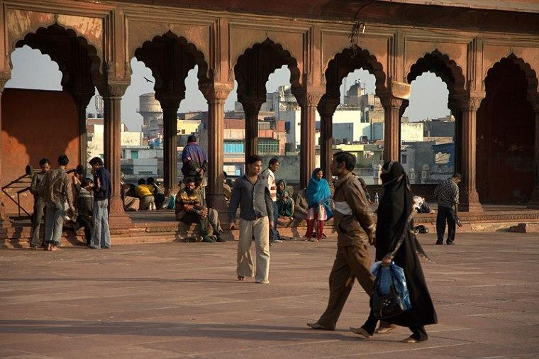 Na dziedzińcu Wielkiego Meczetu w Delhi, fot. Paweł Wroński