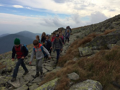 Ścieżka ułożona na modłę tatrzańską łączy główne szczyty Niżnych Tatr, fot. Paweł Wroński