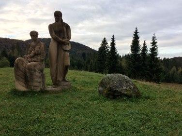 Krpáčovo, rzeźby przy hotelu Junior, fot. Paweł Wroński