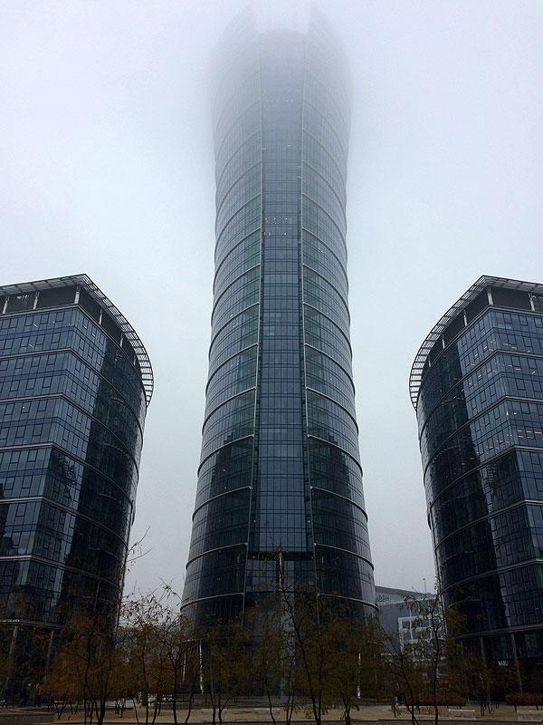 Warsaw Spire przy Placu Europejskim w Warszawie. Kompleks tworzą trzy budynki o imponującej łącznej powierzchni pomieszczeń 100 tys. m2. Fot. Paweł Wroński