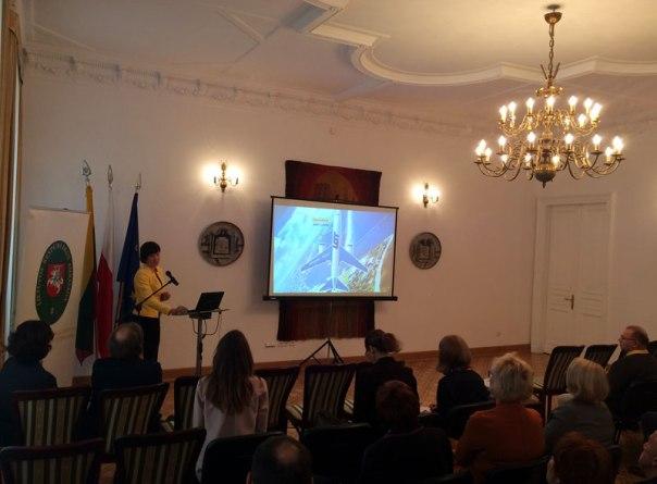 Litwa niezbyt od Polski odległa, dostępna jest także dzięki połączeniom lotniczym obsługiwanym przez LOT. W pierwszym roku działania obłożenie na pokładach sięgnęło 40%, fot. Paweł Wroński
