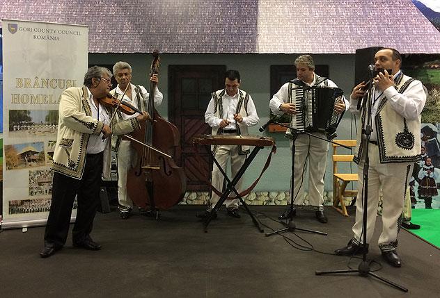 Folklorystyczny zespół z Rumunii na TTW 2016, fot. Paweł Wroński