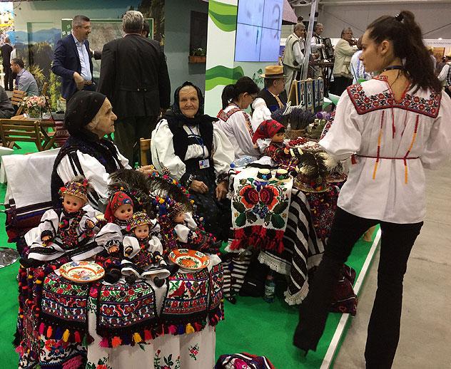 Kobiety w strojach ludowych z rumuńskich Karpat na TTW 2016, fot. Paweł Wroński