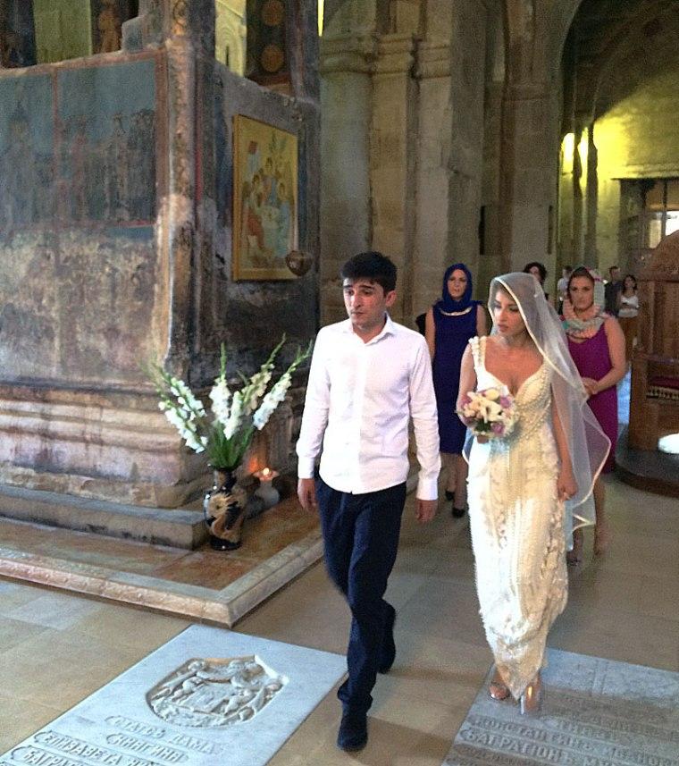 W katedrze w Mcchecie odbywa się ślub za ślubem, ale nie wszyscy wyglądają na szczęśliwych, fot. Paweł Wroński