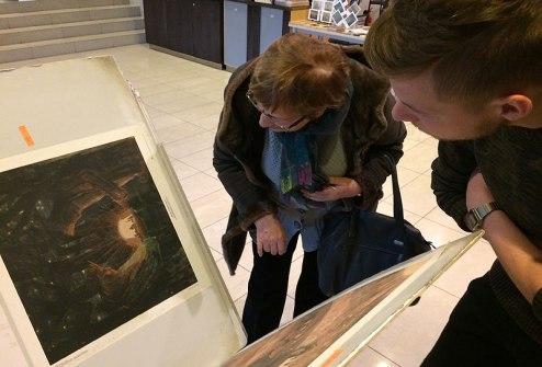 Plakaty z reprodukcjami obrazów Čiurlionisa, fot. Paweł Wroński