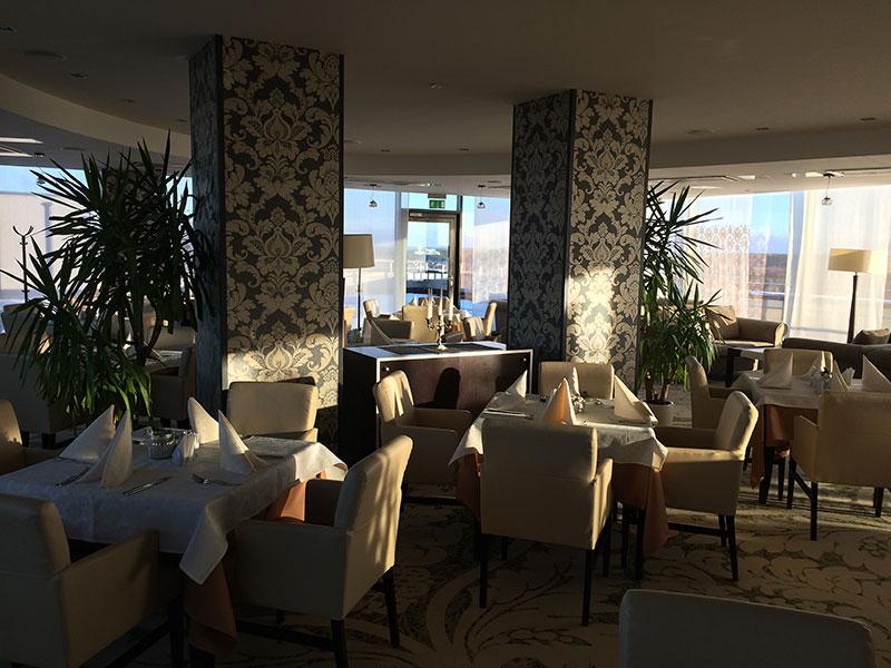 Wnętrze restauracji na 8. piętrze hotelu Lietuva, fot. Paweł Wroński