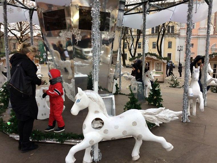 Karuzela pod choinką świąteczną 2016 w Kownie, fot. Paweł Wroński