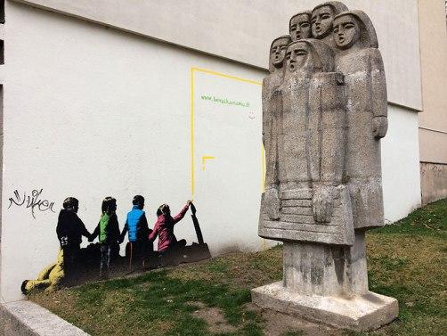 Rzeźba koło należącej do Narodowej Galerii Sztuki, wystawy diabłów, fot. Paweł Wroński