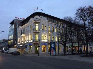 Stare z nowym - na skraju Starego Miasta, fot Paweł Wroński