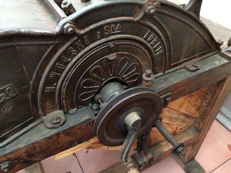 Jeden z muzealnych eksponatów - maszyna do wyrobu sękaczy sprzed niemal stu lat wykonana przez firmę M. Wolski i Spółka z Lublina, fot. Paweł Wroński