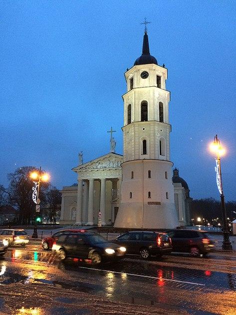 Widok na bazylikę i wieżę dzwonnicę, fot. Paweł Wroński