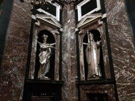 Wokół nawy katedry jest 11 kaplic, wśród których wyróżnia się wzorowana na Zygmuntowskiej, Kaplica św. Kazimierza, fot. Paweł Wroński