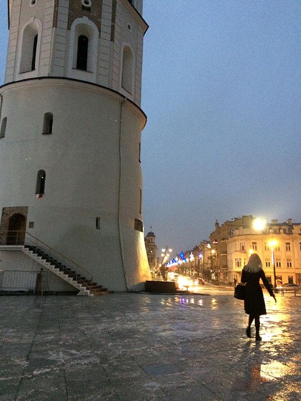 Zimą pod wieżą dzwonnicą na Placu Katedralnym, fot. Paweł Wroński