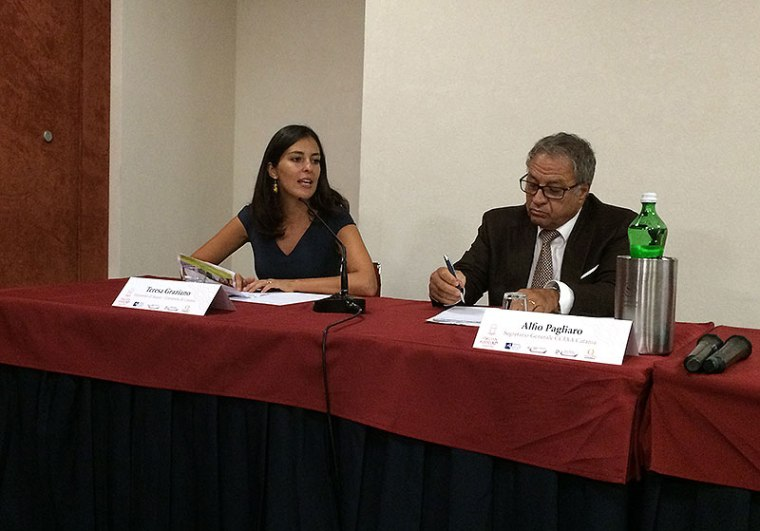 Konferencja w hotelu Sheraton Catania. Dr Teresa Graziano opowiada o zależności między tradycjami kulinarnymi regionu, a efektami promocji turystyki, fot. Paweł Wroński