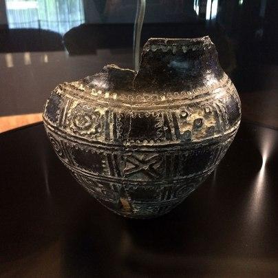 Vučedolski Orion należy do najsłynniejszych naczyń. Ornament jest kalendarzem, a całość uchodzi za szczytowe osiągnięcie vučedolskiej sztuki ceramicznej i wzornictwa. Fot. Paweł Wroński