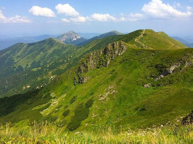 Widok z Chleba (1646 m) na Hromové (1636 m), Steny (1600 m, 1536 m), Rozsutec (1610 m) i Stoh (1607 m), fot. Paweł Wroński