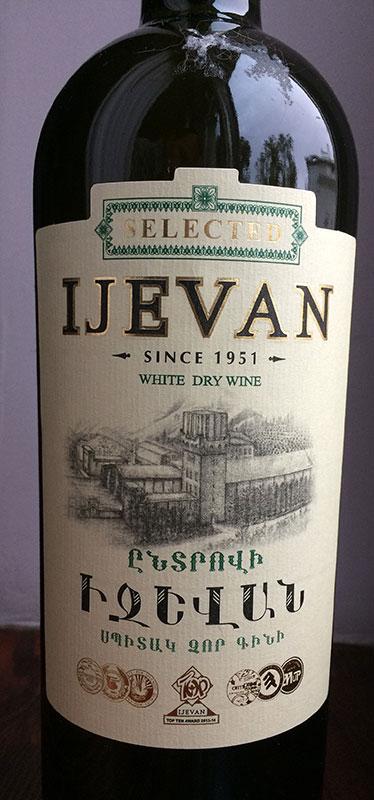 My użyliśmy wina jednej z czołowych winiarni Armenii; najlepiej bowiem komponują się z nią trunki z Gruzji, bądź z sąsiedniej Armenii, fot. Paweł Wroński