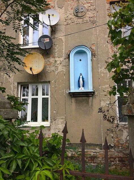Kamienica z niszą na świętą figurę, teraz kapliczka M.B., fot, Paweł Wroński