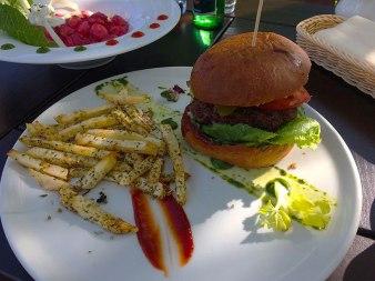 Hamburger - mega-smaczny, fot. Paweł Wroński