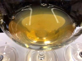 Mętna faktura zwiastuje wino dojrzewające naturalnie, spontanicznie nawet; tego typu wina zyskały nazwę win pomarańczowych, fot. Paweł Wroński